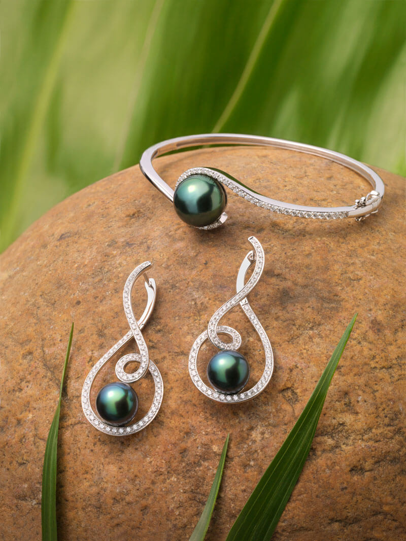 Tahitian Pearls 18Kt white gold diamond earrings and bangle set