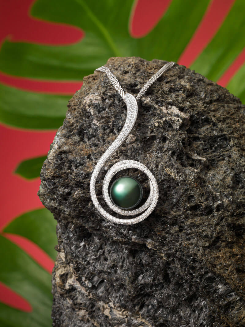 Pendentif en or blanc 18 carats, diamants et Perle de Tahiti.