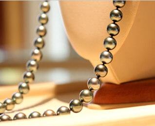 Collier présentoire Tahia Pearls