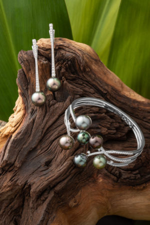 Tahitian Pearl diamond earrings and bracelet set in 18Kt white gold