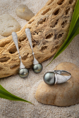 Tahitian Pearl diamond earrings and ring set in 18Kt white gold