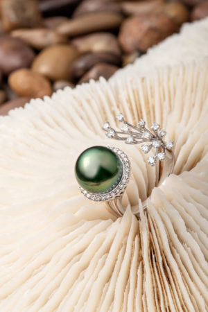 Tahitian Pearl and diamond ring set in 18Kt white gold. Also available in 18Kt yellow gold.