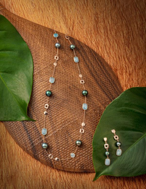 Sautoir et boucles d'oreilles en or rose 18 carats, pierre de lune et Perles de Tahiti.