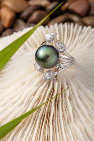 Tahitian Pearl and diamond ring in 18Kt white gold. Also available in 18Kt yellow gold.