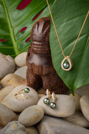 Tahitian Pearls and diamond ring, earrings and pendant set in 18Kt yellow gold