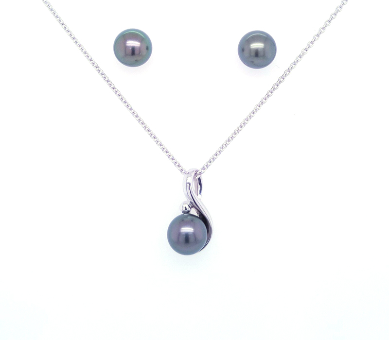 Silver pendant with black pearls