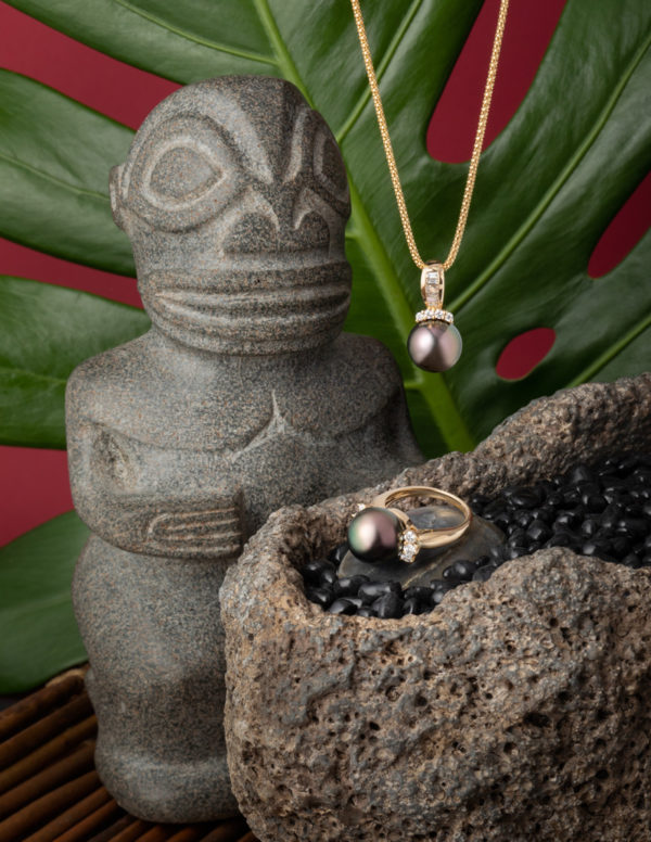 Tahitian Pearl diamond ring and pendant set in 18Kt yellow gold