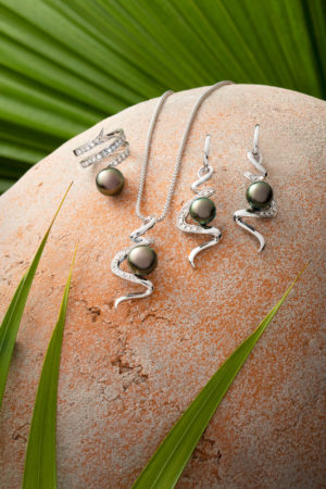 Tahitian Pearl diamond ring, pendant and earrings set in 18Kt white gold.