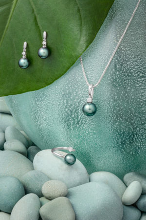 Tahitian Pearl diamond earrings, ring and pendant set in 18Kt white gold.