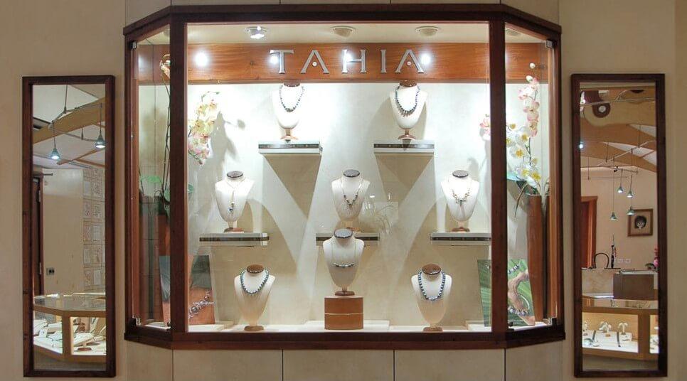 Tahitian Pearls - Inside Tahia Pearls - Moorea island