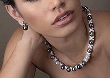 Collier et boucles d'oreilles en or blanc 18 carats et diamants