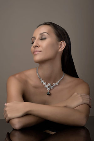 Tahitian Pearl necklace in 18 karats white gold and diamonds