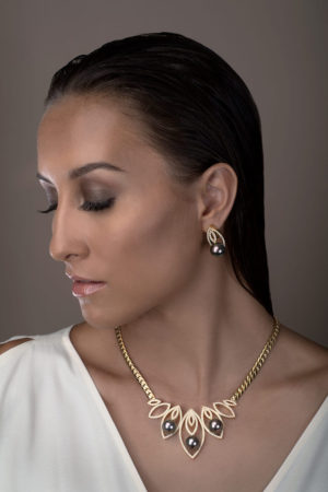 Tahitian Pearl necklace and earrings in 18 karats yellow gold and diamonds.