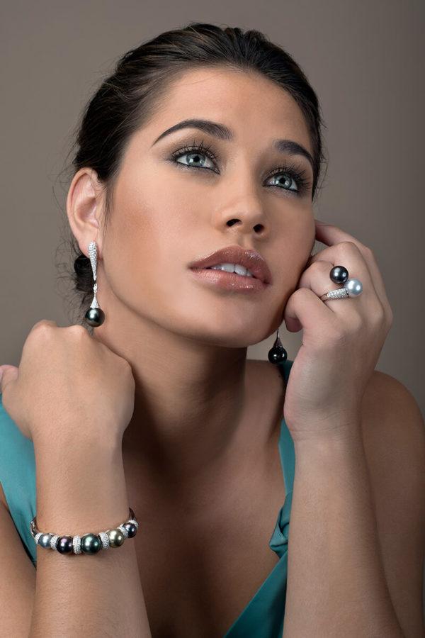 various colors of Tahitian Pearl with precious diamonds