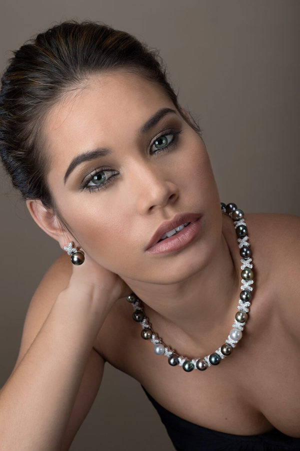 Tahitian Pearl necklace and earrings in 18 karats white gold and diamonds