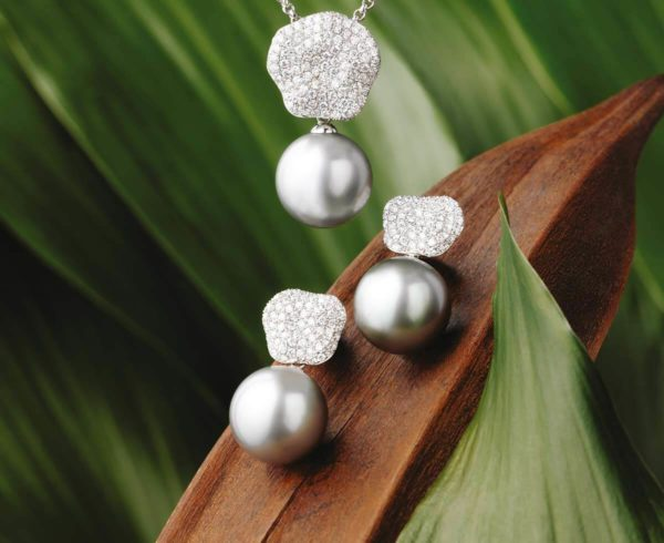 Tahitian Pearls diamond Earrings & pendant set in 18Kt white gold
