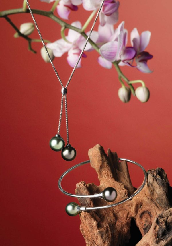 Necklace and bracelet in 18Kt white gold and Tahitian Pearls.
